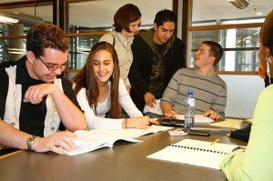 512px-Study_in_group_in_the_HHS_library